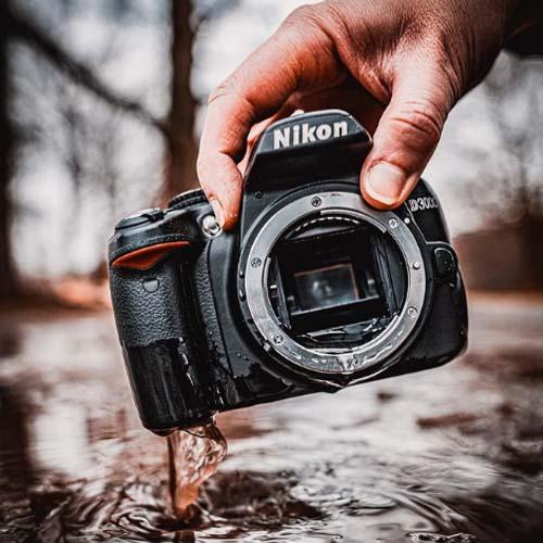 Nikon im Regen